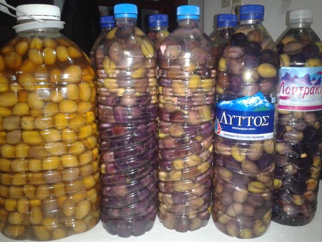 Oliven in Flaschen