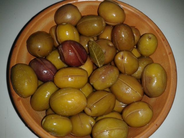 eingeschnittene Oliven