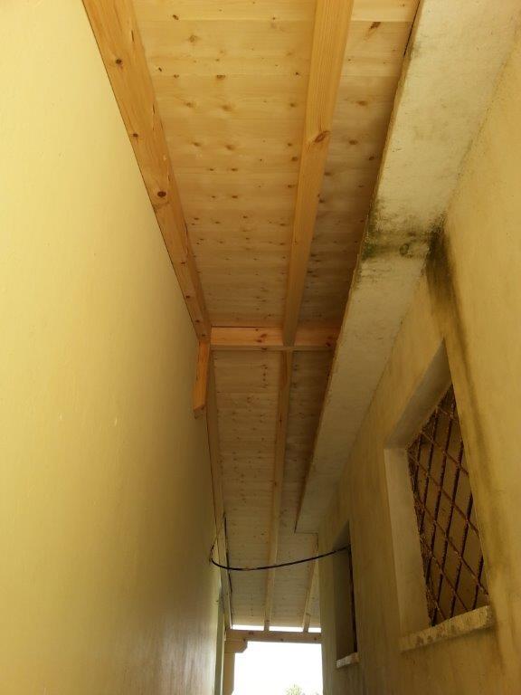 Toilettenüberdachung Durchgang fertiggestellt
