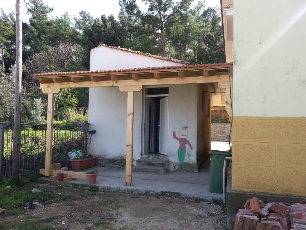 Toilettenüberdachung fertiggestellt