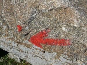Roter Pfeil oder Punkt, Foto Peter Rütten