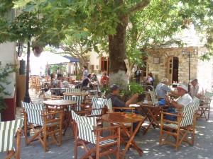 Ikaria Blue Zones Christos Raches Dorfplatz