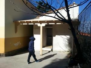 Grundschule Spendenprojekt Kindertoiletten Eingang zur Mädchentoilette