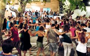 Blue Zones Traditionelle Tanzfeste