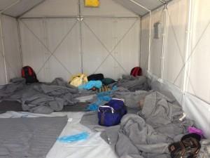 Lesbos Flüchtlingsunterkünfte Container Innenansicht