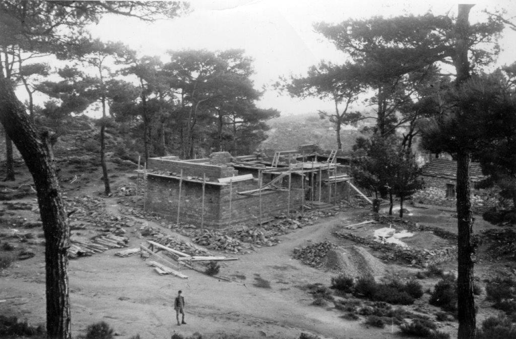 Diagoras 1954 Baustelle Schulhaus neben dem Sportplatz